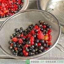Assortiment de confitures de baies - goût du jardin d'été