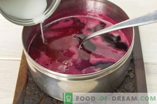 Gâteau aux crêpes sur yaourt avec gelée à la framboise