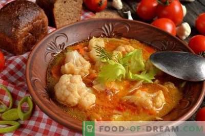Magere Suppe mit Blumenkohl, Kokosnuss und Tomaten