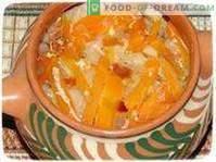 Gemüse auf rustikale Art in einem Topf gedünstet.