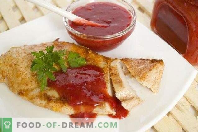 Sauce Tkemali avec des tranches de légumes