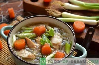 Soupe chinoise au poulet et au funchoza