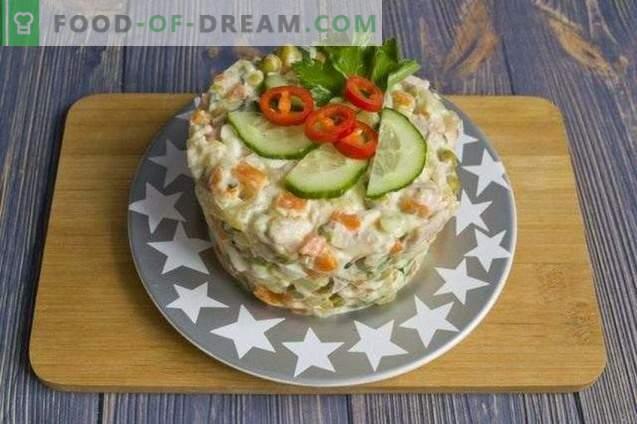 Salade de viande sur la table de fête