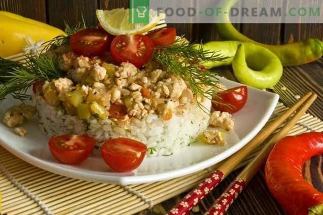 Filet de poulet avec riz et légumes en coréen