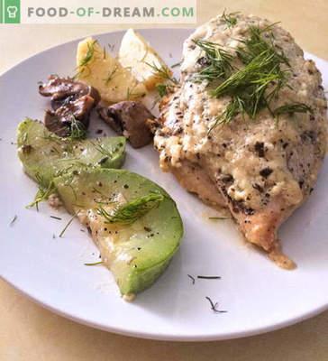 Poitrine de poulet dans une sauce crémeuse au fromage et aux légumes - recette avec photo