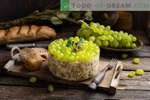 Salade nutritive au poulet épicé et raisins