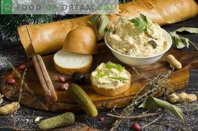 Pate de poulet aux cornichons, arachides et olives