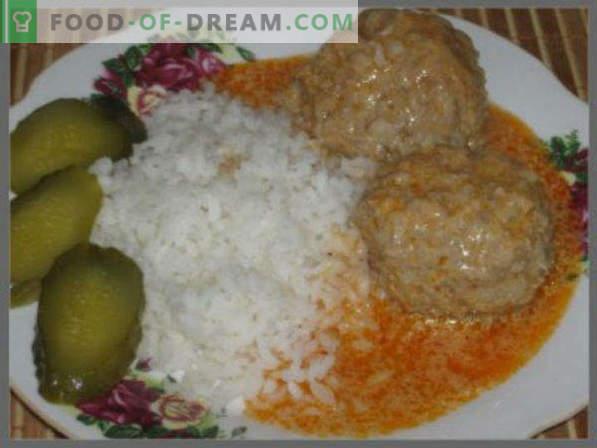 Comment faire cuire des boulettes de viande avec de la sauce dans une poêle, dans une sauce à la crème sure, sans riz, avec du poulet