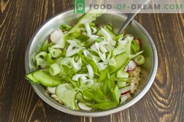 Salade de carême avec riz brun et légumes
