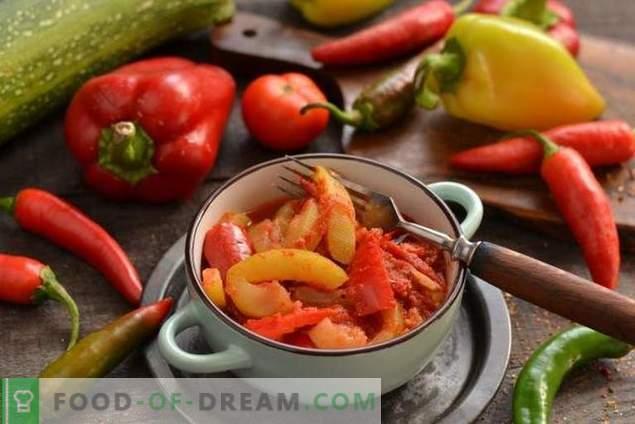 Ragoûts de courgettes avec tomates et poivrons