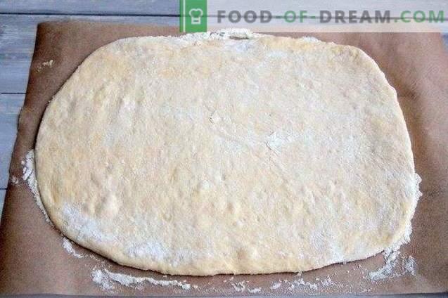 Rouleau de tarte aux olives, poivrons séchés et fromage