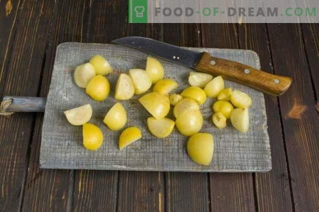 Confiture de citrouille avec physalis, pommes et orange