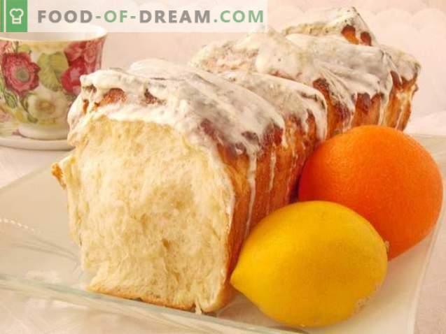 Pain aux agrumes avec glaçage crémeux au citron