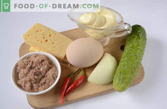 Salade de thon: Une collation riche en protéines. Recette pas à pas, photo-recette de l'auteur, de salade épicée au thon, œufs, fromage