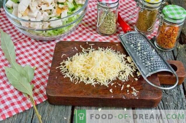 Salad with young cabbage, ham and crackers