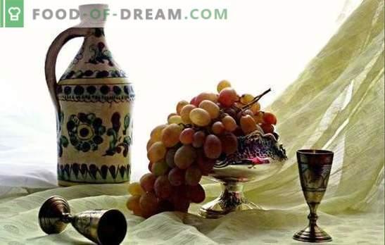 Cuisiner du raisin fait maison à la maison - qualité! Comment faire de la moonshine de raisins à la maison sans levure et sucre?