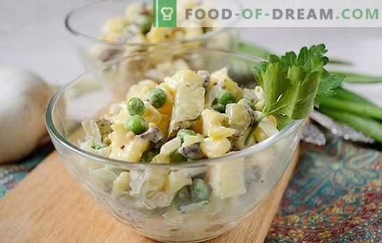 Salade de pommes de terre aux champignons - un plat complet pour un déjeuner ou un dîner en été. Photo-recette pas à pas de salade de pommes de terre aux champignons