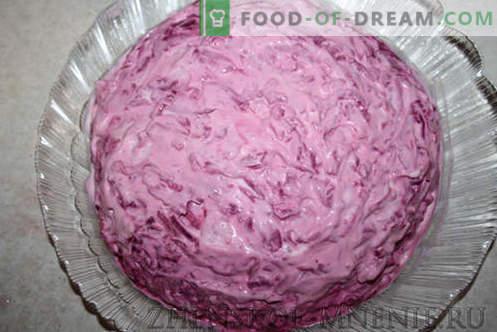 """Salade """"Fur"""" - une recette avec des photos et une description étape par étape"""