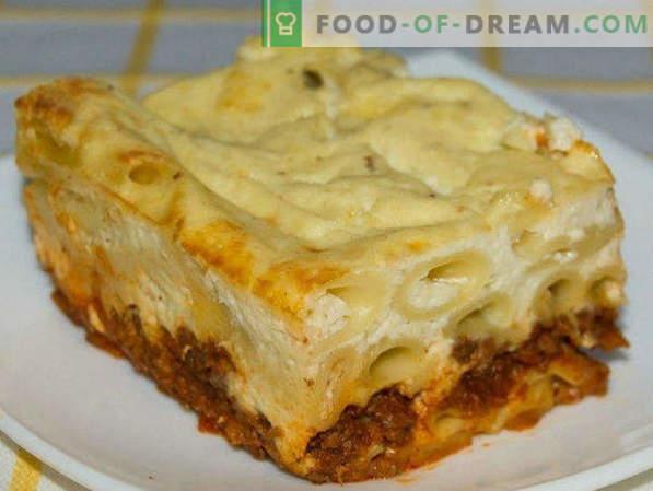 Pâte Casserole avec de la viande hachée au four, avec du fromage, des légumes, étape par étape