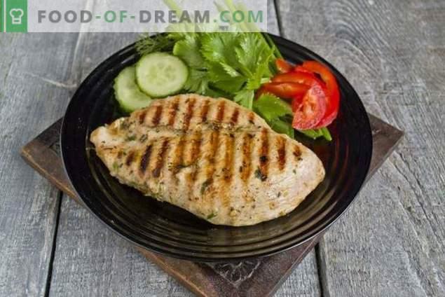 Filet de poulet grillé juteux