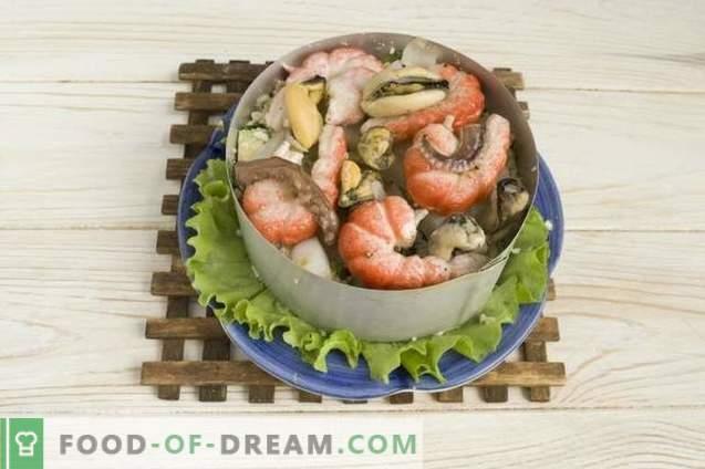 Salade de fruits de mer avec avocat, concombre et œufs
