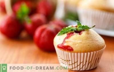 Le cupcake à la fraise est un délicieux délice de baies. Recettes Gâteau aromatisé aux fraises pour le thé d'été Soulful