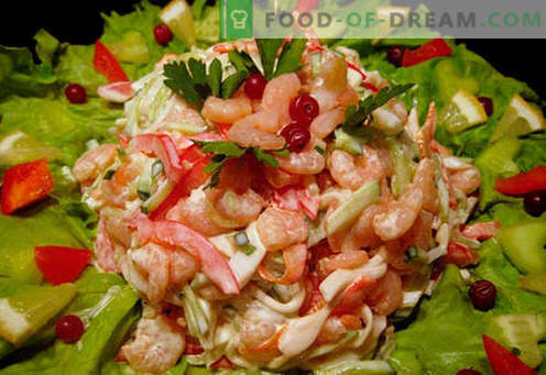 Sałatka z krewetkami i kałamarnicą - sprawdzone przepisy kulinarne. Jak ugotować sałatkę z krewetkami i kalmarami.