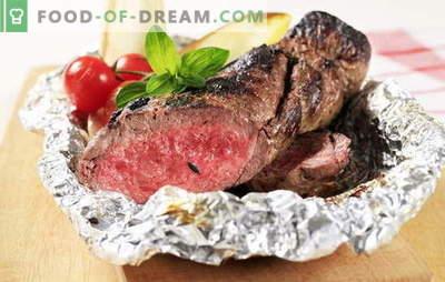 Bœuf au four en papillote - entier, haché, cassé. Nous faisons cuire du bœuf au four dans du papier d'aluminium - savoureux, agréable et «avec une touche»