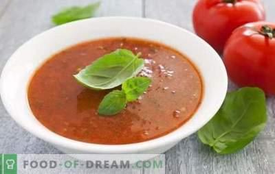 La soupe à la purée de tomates est un plat sain pour les étés chauds et les hivers froids. Les meilleures options pour la soupe de purée de tomates chaude et froide