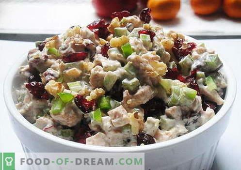 Salade de poulet aux pruneaux - les meilleures recettes. Comment cuire correctement et savoureux salade de poulet avec des pruneaux.