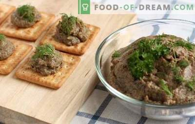 Mushroom caviar of mushrooms with vegetables, pepper and spices. Ready-made mushroom caviar from mushrooms in a frying pan, pan and a slow cooker