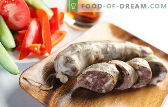 Comment faire plaisir à la famille avec des saucisses de boeuf faites maison? Saucisse de boeuf maison: recettes sans soja, sans conservateurs ni colorants