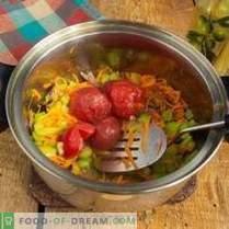 Sopa vegetariana saludable de col roja