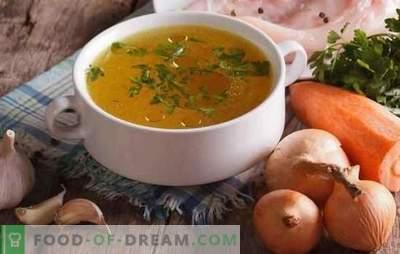 Le bouillon de poulet transparent est la base de délicieuses et belles soupes. Comment alléger le bouillon de poulet et de viande à la maison