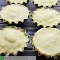 Tartes dans des moules à muffins