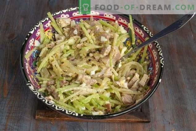 Salade épicée d'Ouzbékistan avec viande et radis vert