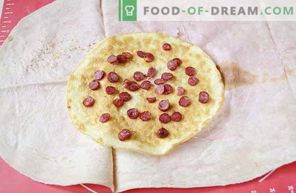 Omelette aux saucisses et tomates en pita - plus savoureuse que le shawarma