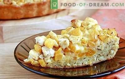 Les tartes à la citrouille et aux pommes sont des pâtisseries magiques faites maison. Nous voyons les tartes aux citrouilles et aux pommes à l'automne