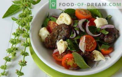 Une salade tiède au foie de poulet est nutritive et saine. Les recettes les plus intéressantes et inhabituelles pour les salades chaudes au foie de poulet