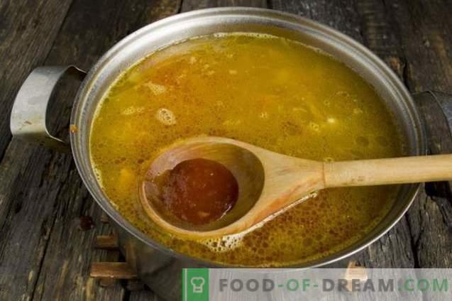 Suppe mit Kürbis, Bohnen und Schweinerippchen