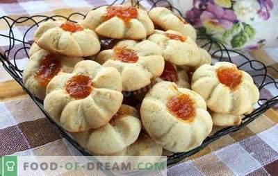 Kurabe à la maison - biscuits d'une enfance lointaine. Poulet friable, beau et parfumé à la maison
