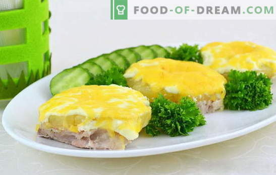 Voulez-vous cuire une viande juteuse avec des ananas au four? Découvrez comment! Modes de cuisson de la viande avec des ananas exotiques au four