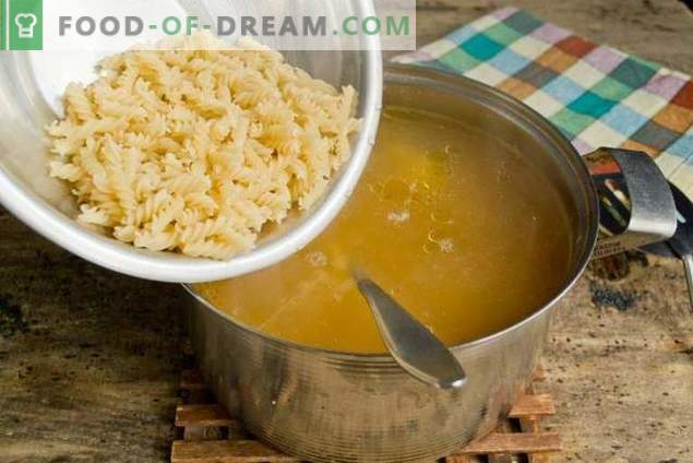 Soupe de pâtes et de légumes - rapide, saine et savoureuse