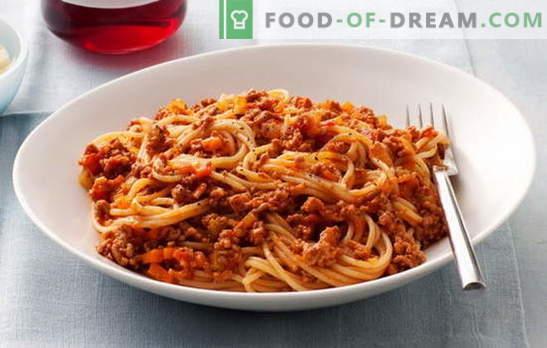 Spaghetti à la viande hachée et spaghetti à la viande hachée et à la pâte de tomate - coup de coeur! Les meilleures recettes de spaghettis à la viande hachée: impossible de passer par