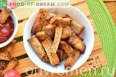 Roggencracker mit Knoblauch im Ofen
