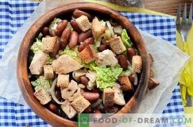 Salades au poulet et haricots