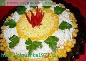 Délicieuses salades et collations pour la table de fête du Nouvel An